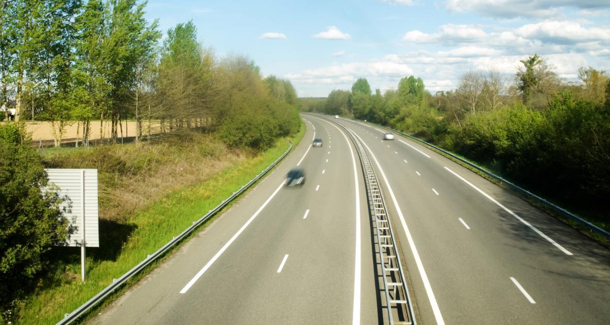 Fou du volant : à 170 km/h sur l'autoroute, l'automobiliste clandestin récolte une belle amende