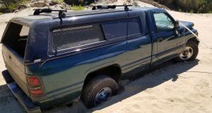 Un chauffard vole un Dodge Ram et percute 26 voitures dans son délit de fuite