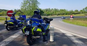 Contrôlés à 147 et 144 km/h au lieu de 80 : le permis de conduire leur glisse des mains