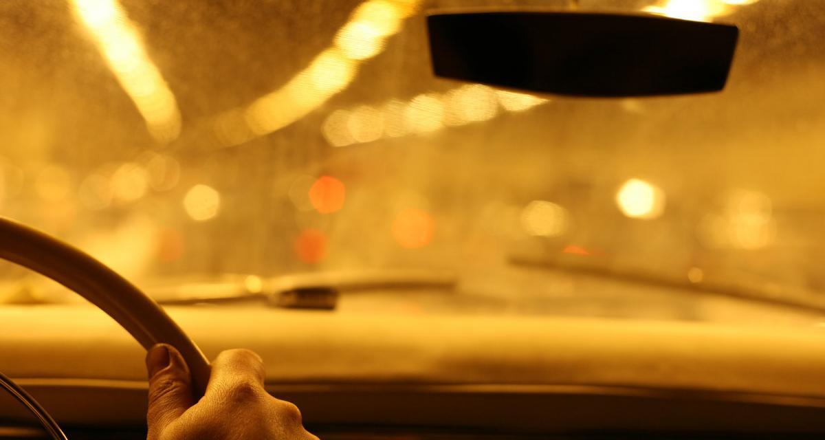 En garde à vue après un état d'ivresse dans un espace public, il y retourne aussitôt pour un vol de voiture