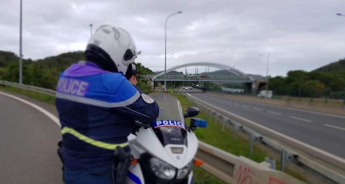 Trois excès de vitesse en dix minutes : la police était bien placée pour distribuer des prunes !