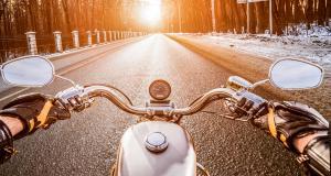 Il se fait contrôler à 175 km/h au guidon d'une moto : suspension de son permis de conduire et amende salée au rendez-vous !