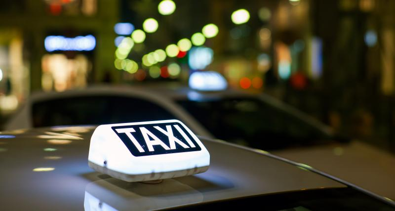 Complètement ivre, il confond une voiture de gendarmerie avec un taxi