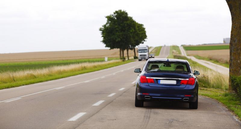 En excès de vitesse sous l'emprise de l'alcool, un conducteur sème le trouble sur une départementale