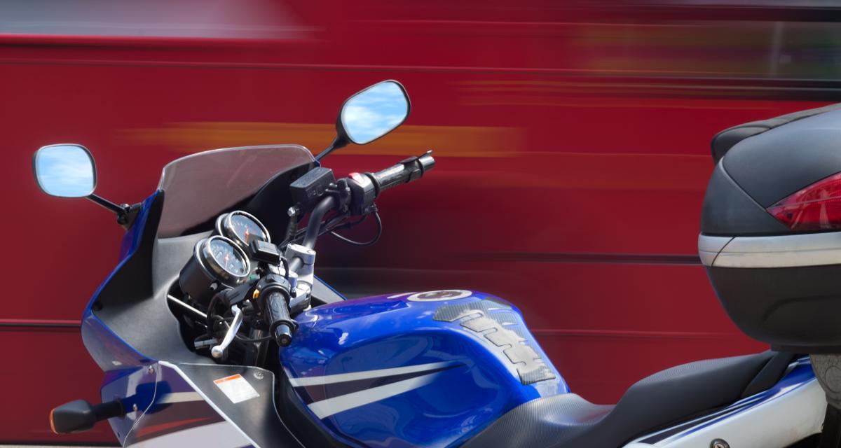 À 142 km/h sur une route cantonale : permis suspendu pour le motard