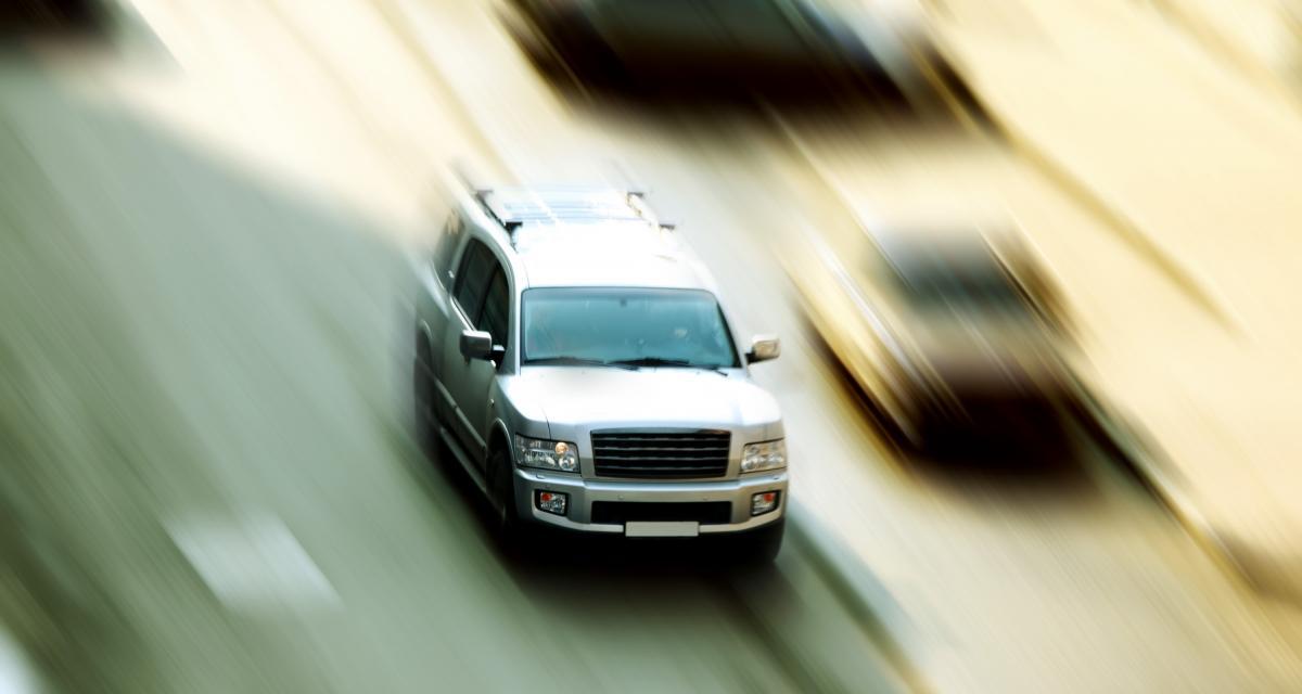Fou du volant : il dépasse en franchissant une ligne continue devant les gendarmes