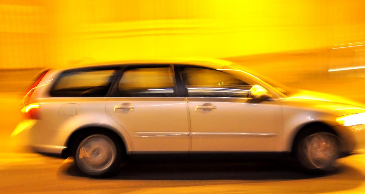 Flashé à 136 km/h, il se fait suspendre son permis de conduire et file au tribunal