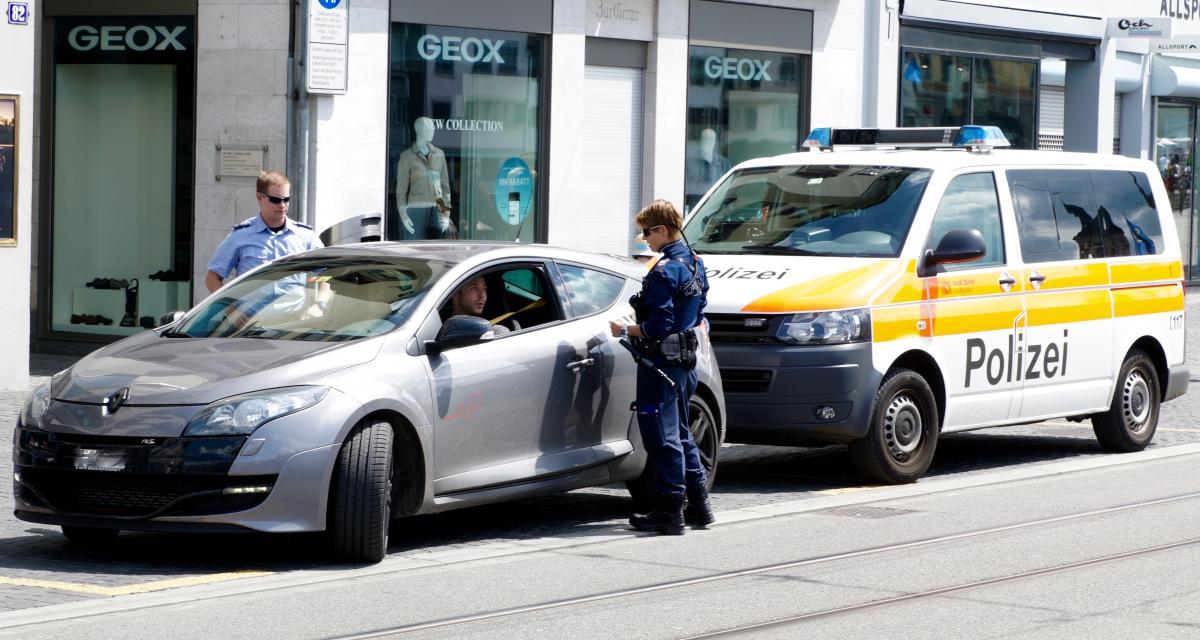 50g de cocaïne retrouvé dans sa voiture après son arrestation pour excès de vitesse
