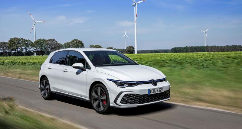 A fond de compteur : il pousse sa Volkswagen Golf 8 GTE à 230 km/h sur l'autobahn