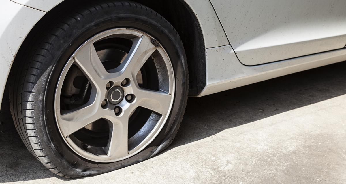 Plaqué par sa copine il crève les pneus de 37 voitures en une nuit !