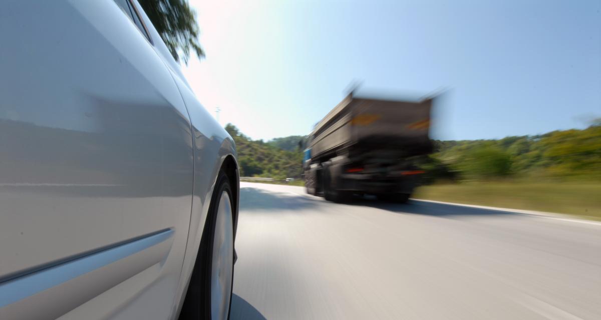 Pied au plancher à 137 km/h sur une départementale, suspension du permis à la clé