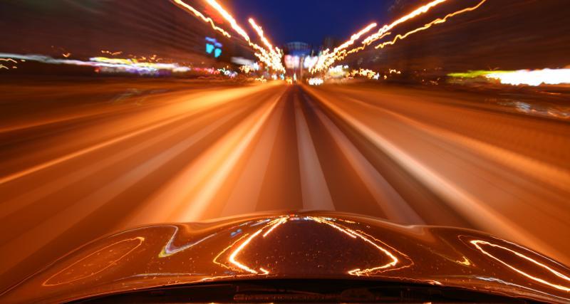 À 200 km/h sur autoroute : lourdes sanctions pour le chauffard canadien