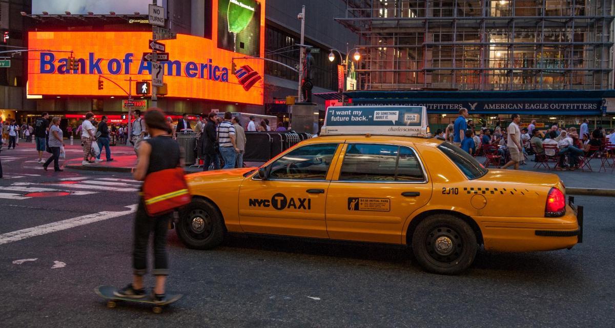 Ivre avec son bébé, il se bat avec la police et s'enfuit au volant d'un taxi !