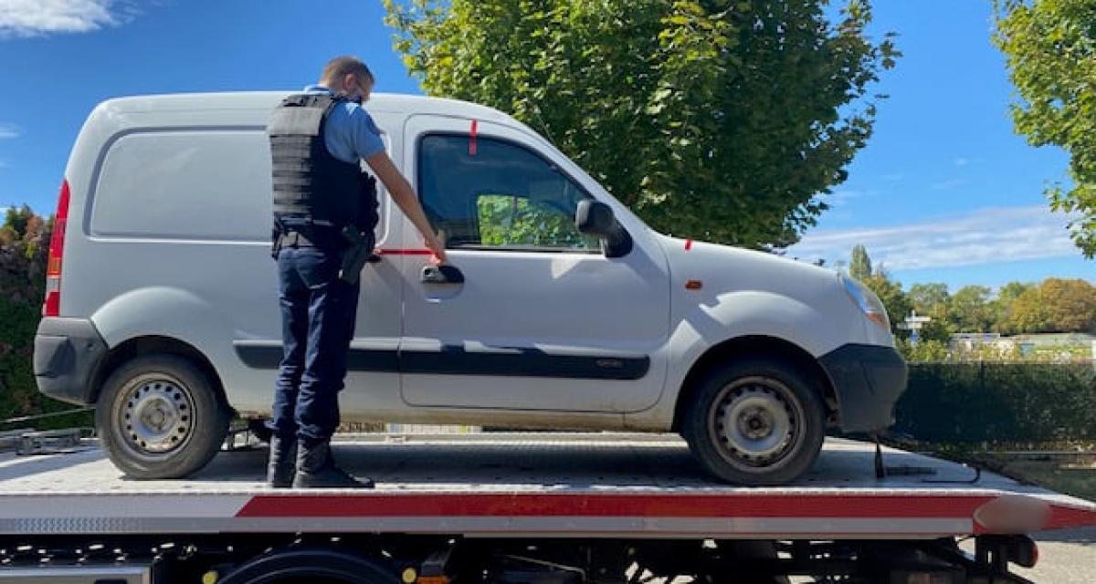 Arrêté au volant de son Kangoo, le conducteur positif aux stupéfiants détenait illégalement une arme