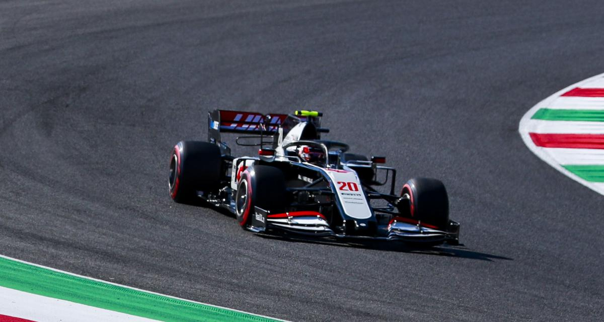 Grand Prix de Toscane de F1 : le crash de Giovinazzi, Sainz et Magnussen en vidéo