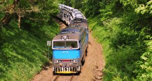 Le député Jean Lassalle se gare... sur une voie ferrée, au calme !