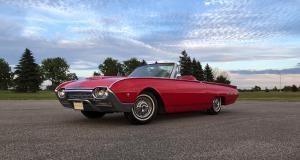 """Ford Thunderbird de troisième génération (1961-1963) : la """"Bullet Bird"""" validée par John F. Kennedy"""