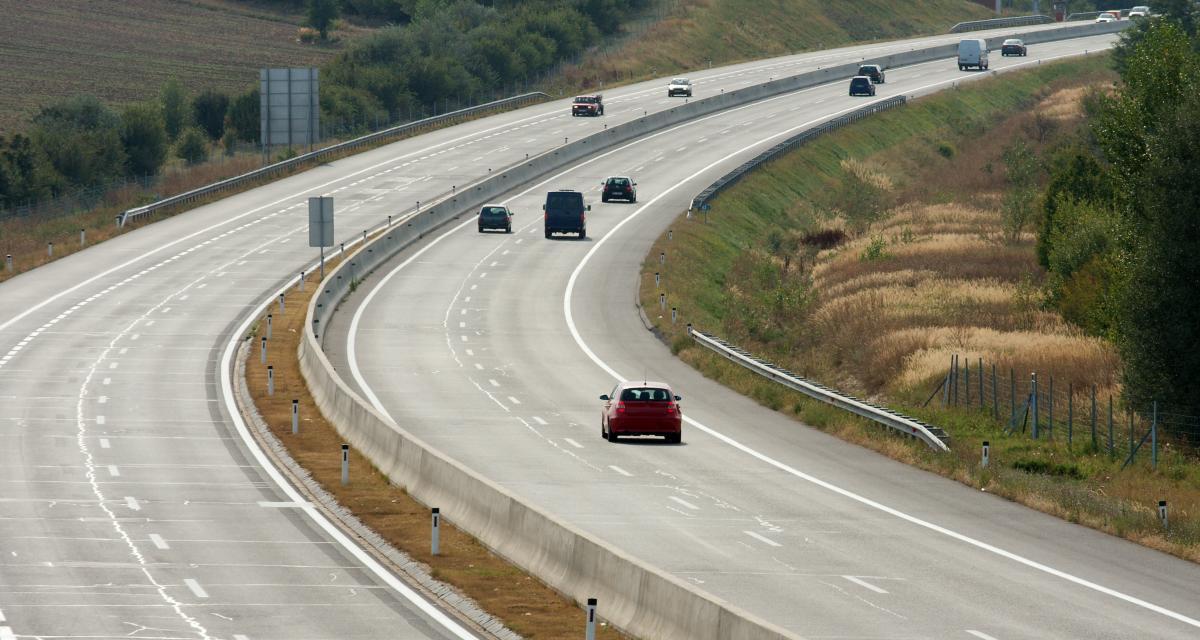 Pied au plancher, un conducteur britannique fonce à 249 km/h dans la Marne