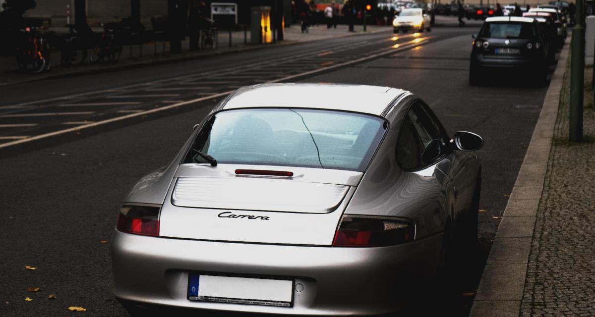 Fou du volant : il monte à 154 km/h avec sa Porsche GT3 et gâche la foire locale