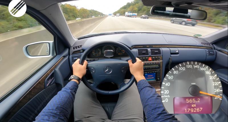 À fond de compteur dans une vieille Mercedes Classe E : un vidéaste la pousse la à 260 km/h sur autoroute (vidéo)