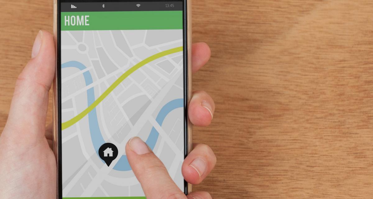 Une voiture Apple Maps dans la bourgade de Sillé-le-Guillaume : la drôle de surprise du jour