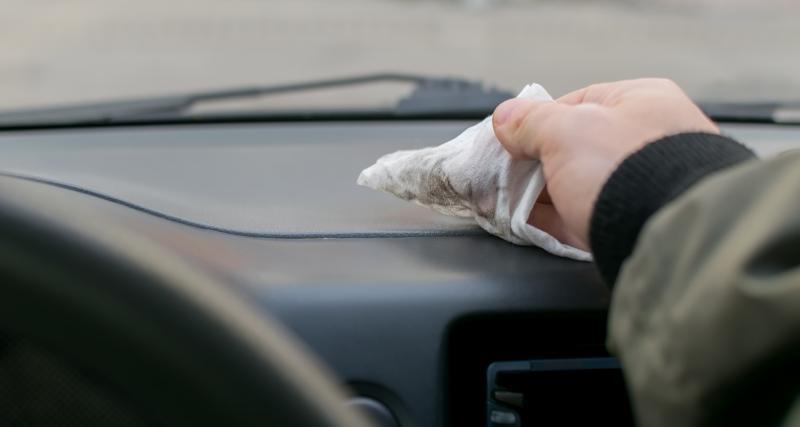Entretien de ma voiture : 3 conseils pour nettoyer les plastiques intérieurs