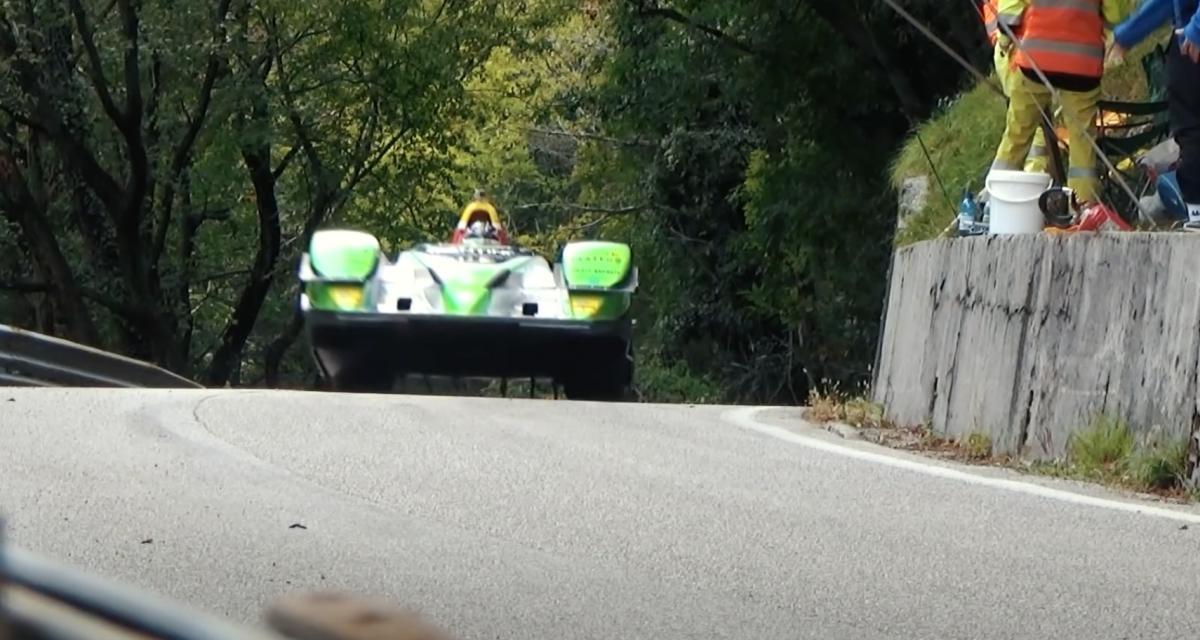 Voiture volante en approche (vidéo)