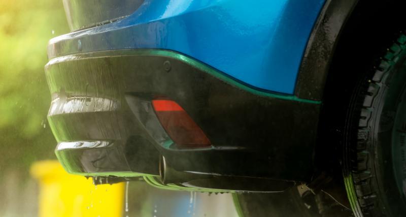 Entretien de ma voiture : 3 conseils pour nettoyer les plastiques extérieurs