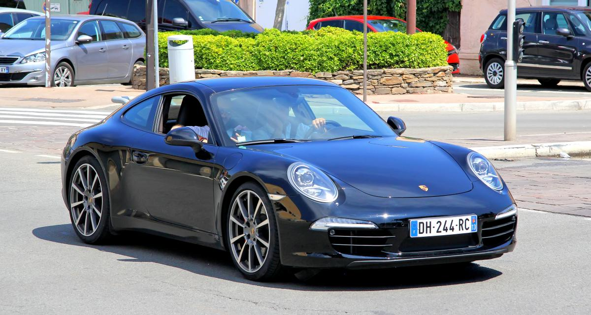Deux ados percutent un lampadaire à bord d'une Porsche, quelques minutes après l'avoir volée