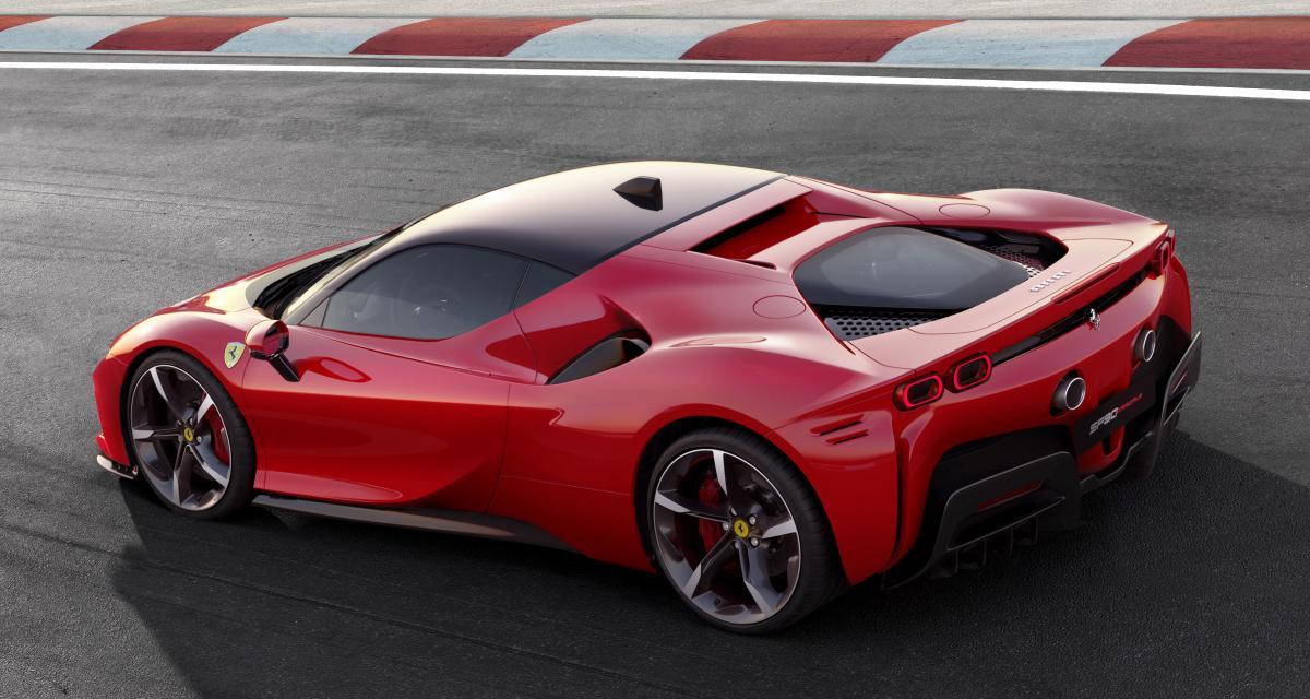 En immersion dans la Ferrari SF90 Stradale pendant son nouveau record sur le circuit Top Gear (vidéo)