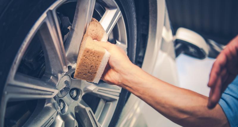 Lavage de ma voiture : 3 astuces pour des jantes éclatantes
