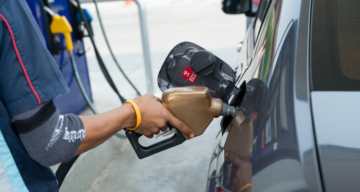 Hausse du prix de l'essence : finalement, le gouvernement fait machine arrière