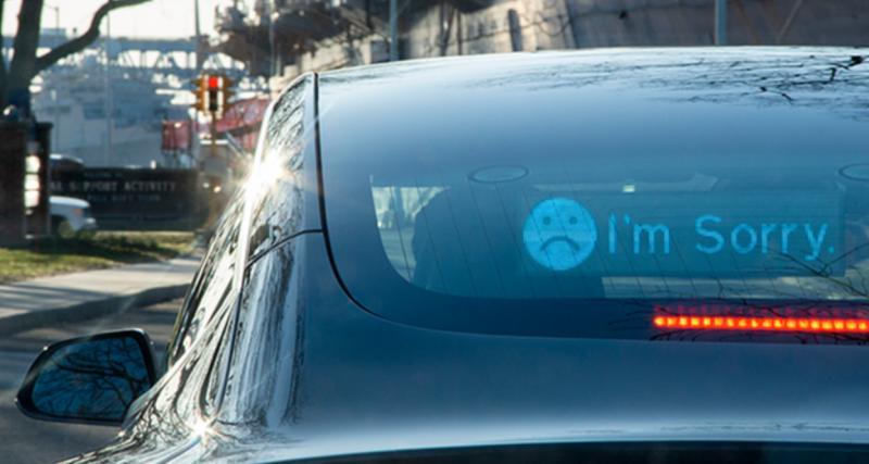 Un panneau LED pour communiquer entre automobilistes : fini les insultes !