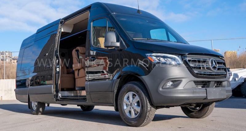 Ce van est transformé en véritable bureau de luxe roulant (vidéo)
