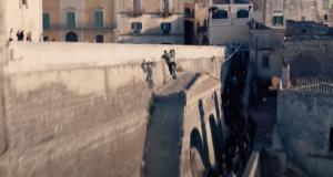 Une rue en Italie aspergée de 31.000 litres de Coca-Cola pour une cascade en moto du prochain James Bond