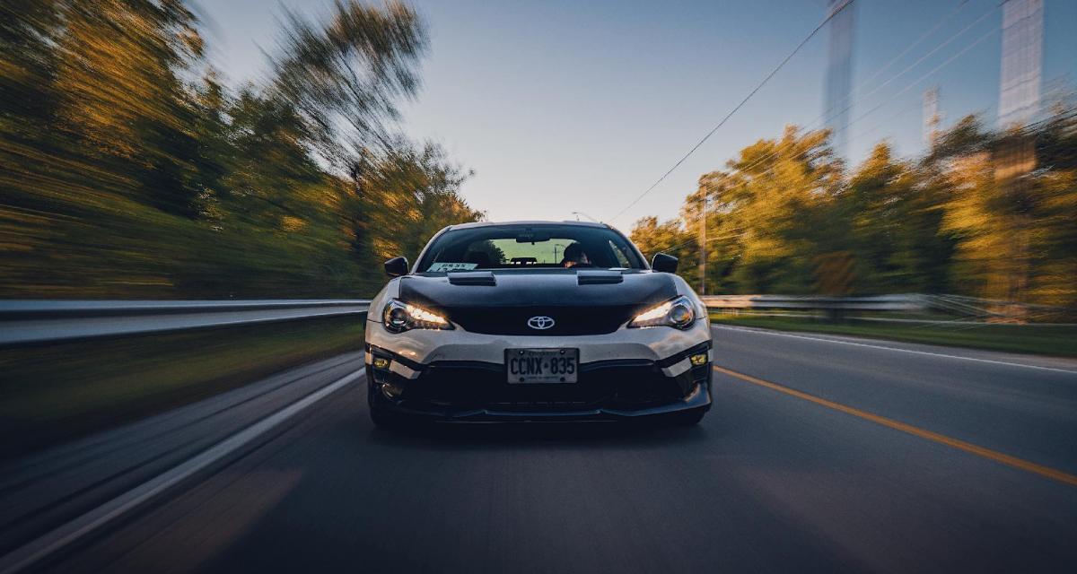 Il roule à 181 km/h en Subaru avec une arme de poing dans sa voiture