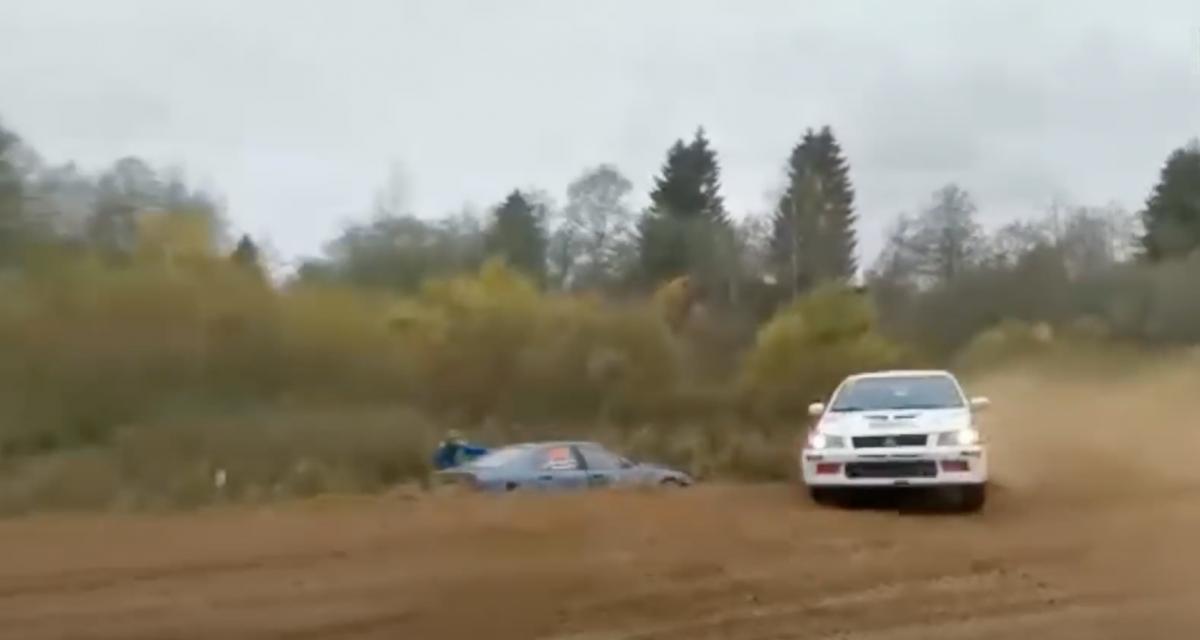 5 pilotes finissent dans le fossé à cause du même virage durant le rallye de Russie (vidéo)