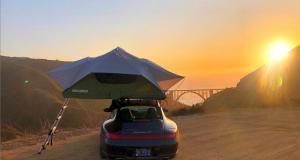 Cet influenceur vit dans sa Porsche 911 et sillonne les Etats-Unis