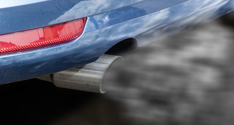 Entretien de ma voiture : les causes d'une fumée blanche, noire, ou bleue