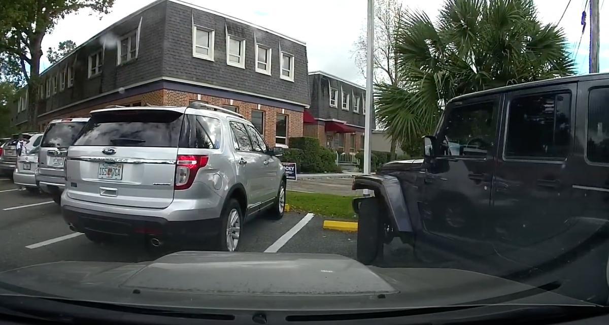 Voler une place de parking : c'est plus simple avec un Jeep Wrangler ! (vidéo)
