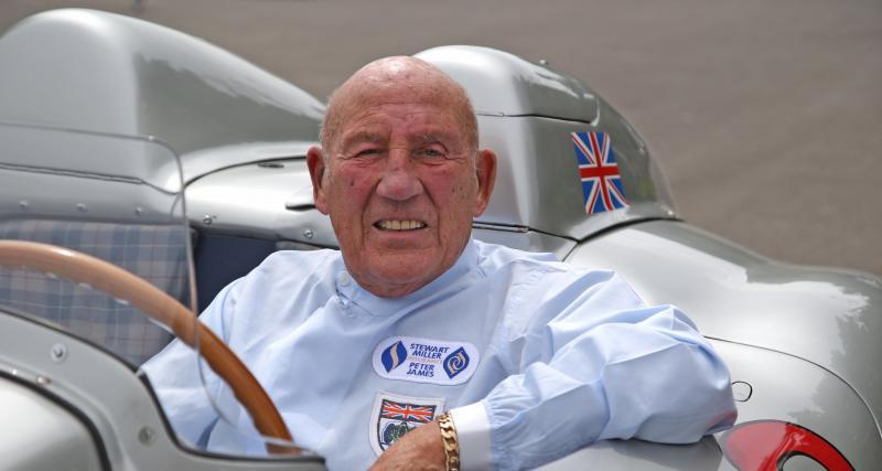 La montre, le casque, et d'autres effets personnels de la légende automobile Sir Stirling Moss mis aux enchères !