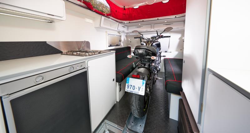 Une vraie moto dans l'habitacle