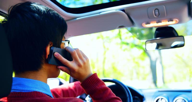 Ce que dit la loi par Me Marchac : utiliser son téléphone au volant, quelles sont les sanctions ?