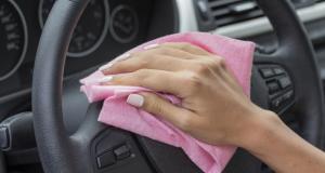 Entretien de ma voiture : 3 conseils pour nettoyer un volant en cuir