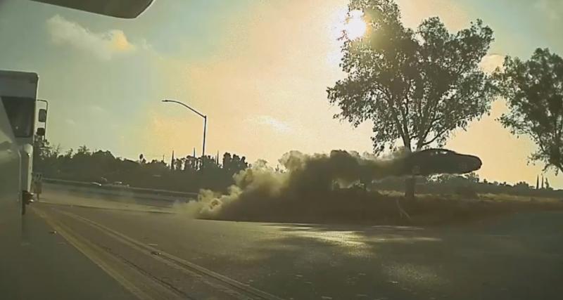 Ce conducteur inattentif envoie sa voiture faire une sacrée cascade (vidéo)