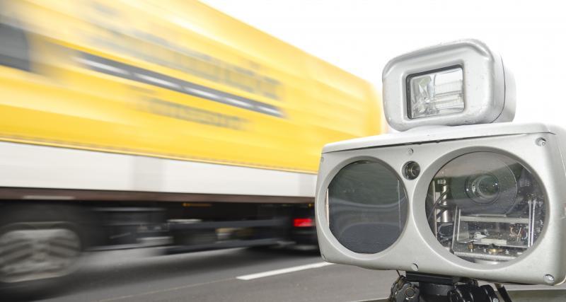 À 246 km/h sur l'autoroute, il perd son permis et établit un triste record