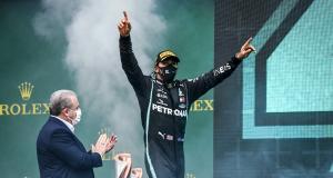 Lewis Hamilton se met au tennis et ce n'est pas beau à voir (vidéo)
