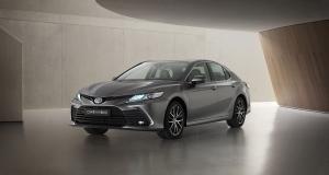 Toyota Camry (2021) : mises à jour de surface pour la berline hybride