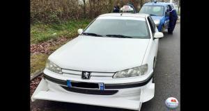 Belle surprise pour ces gendarmes : lors d'un contrôle, ils tombent sur la voiture du film Taxi 1
