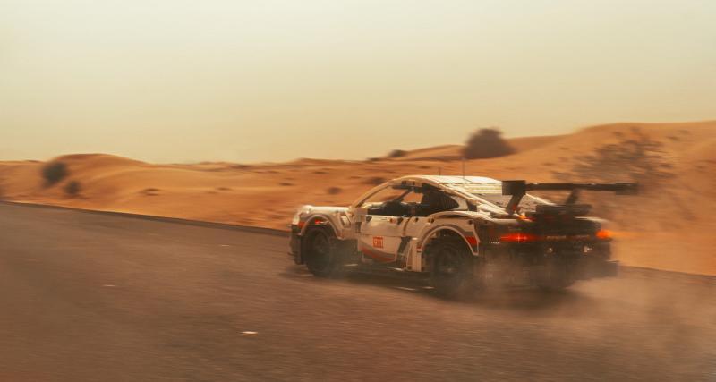 Le photographe polonais Tomek Makolski s'attaque à le Porsche 911 RSR Lego et c'est saisissant